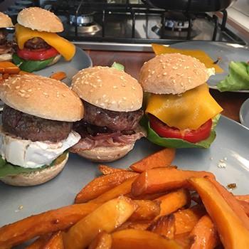 Mini Burger mit Suesskartoffelsticks